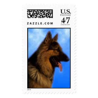 Perfil del pastor alemán - nubes azules timbre postal