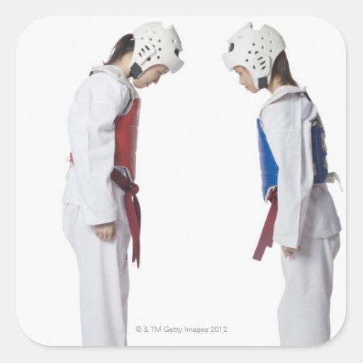 Perfil lateral de arquear de dos jugadores del pegatina cuadrada