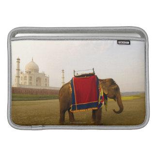 Perfil lateral de un elefante, el Taj Mahal, la In Funda Macbook Air