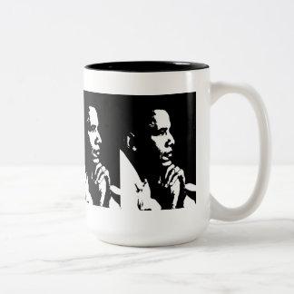 Perfil negro y blanco de Barack Obama Taza Dos Tonos