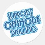 Perforación petrolífera en el mar de la ayuda etiquetas redondas