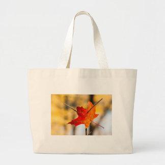 perforado en otoño bolsa de tela grande