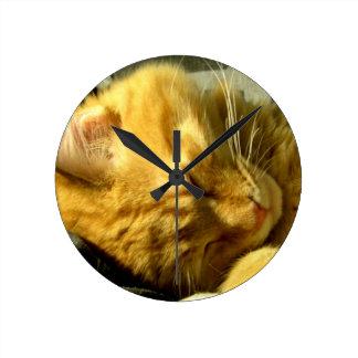 Perfore el Snuggle Reloj Redondo Mediano