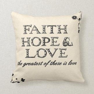 Pergamino de la fe, de la esperanza y del amor cojín decorativo