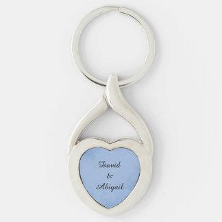 Pergamino de los azules añiles de los amantes llavero plateado en forma de corazón