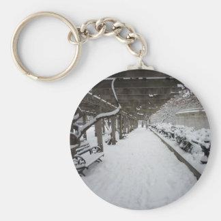 Pérgola en invierno, Central Park, NYC de las glic Llavero Redondo Tipo Pin