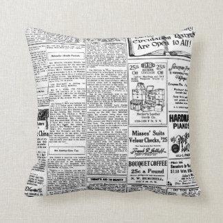 Periódico negro y blanco viejo, anuncio retro del cojín