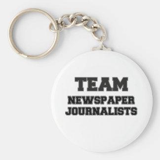 Periodistas del periódico del equipo llavero redondo tipo pin
