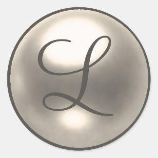 Perla L sello del boda del monograma Pegatina Redonda