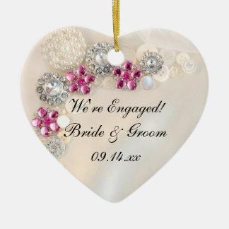 Perla y ornamento rosado del compromiso del botón ornato