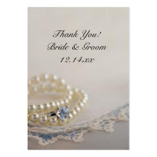 Perlas, anillo y etiquetas azules del favor del tarjetas de visita grandes