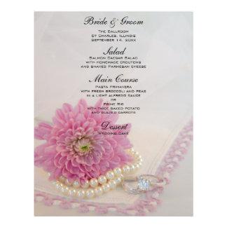 Perlas, anillos y menú rosado del boda del cordón tarjetas publicitarias