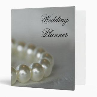 Perlas blancas que casan la carpeta del planificad
