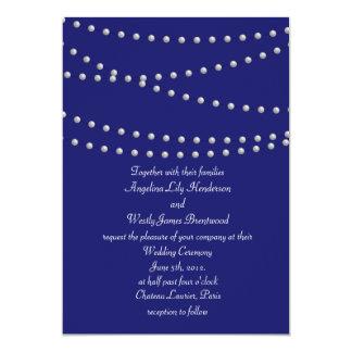 Perlas del fiesta en la invitación del boda del