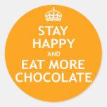 Permanezca feliz y coma más chocolate pegatinas redondas