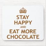Permanezca feliz y coma más chocolate alfombrilla de raton