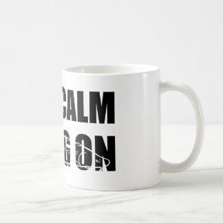 Permanezca la calma y Sturg encendido - Sturg blan Taza De Café