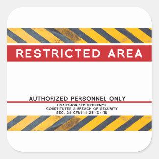 Permanezca lejos el área restricta pegatina cuadrada
