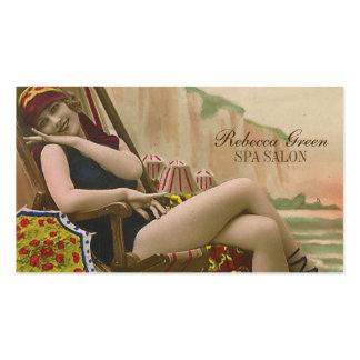 perno del traje de baño del vintage encima de tarjetas de visita