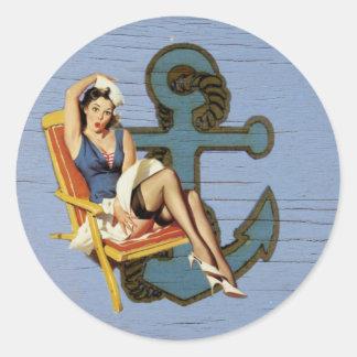 Perno náutico femenino del ancla encima de la moda pegatina redonda