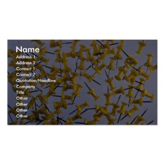 Pernos amarillos del empuje en blanco plantilla de tarjeta de visita