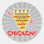 pernos de bolos asustados divertidos del pollo del pegatina redonda
