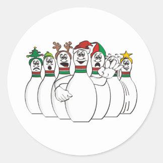 Pernos de bolos del navidad pegatina redonda