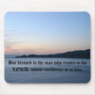 Pero bendecido es el hombre en quien confía en… tapete de ratón
