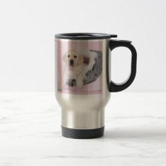 Perrito amarillo del labrador retriever taza térmica