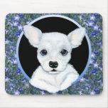 Perrito blanco de la chihuahua floral alfombrilla de ratones