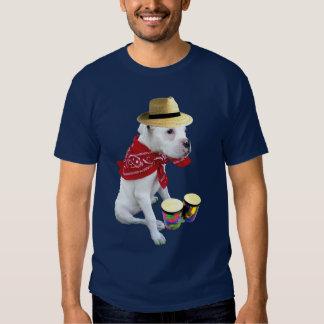 Perrito blanco del boxeador con la camiseta de los playera