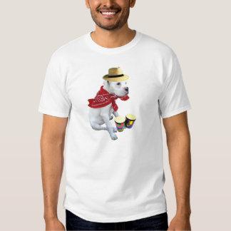 Perrito blanco del boxeador con la camiseta de los polera