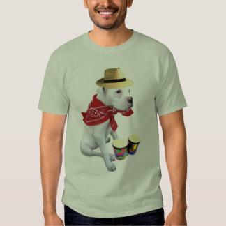 Perrito blanco del boxeador con la camiseta de los remera