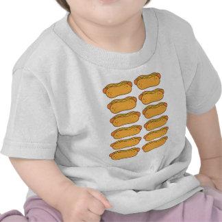 Perrito caliente en un bollo camiseta
