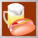 Perrito caliente en un bollo y una cerveza con tod posters