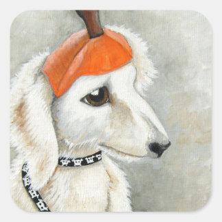 Perrito con el pegatina del gorra de la calabaza