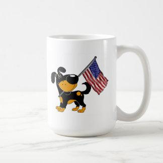 Perrito con la bandera taza de café