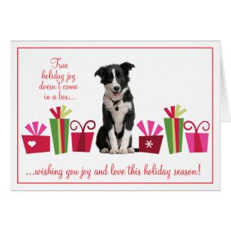Perrito con los regalos de vacaciones tarjeta de felicitación