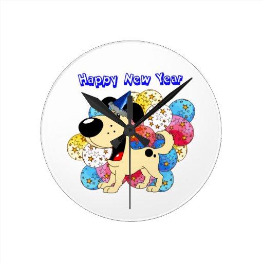 ¡Perrito de la Feliz Año Nuevo! Reloj Redondo Mediano