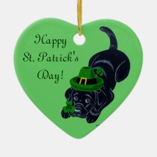 Perrito de Labrador del negro del día de St Adorno De Cerámica En Forma De Corazón