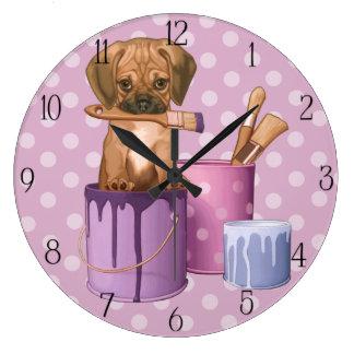 Perrito de Puggle en pote de pintura Reloj