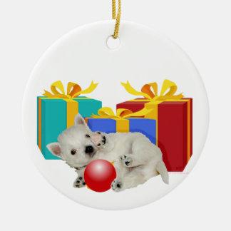 Perrito de Westie con los regalos de Navidad Adorno Navideño Redondo De Cerámica