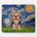 Perrito de Yorkshire Terrier - noche estrellada Tapetes De Ratón