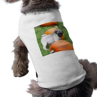 Perrito del barro amasado en camisa del perro de l camisas de mascota