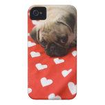 Perrito del barro amasado que miente en la cama, iPhone 4 Case-Mate carcasas