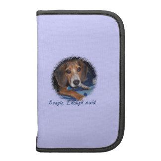 Perrito del beagle con la actitud - color de fondo planificadores