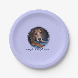Perrito del beagle con la actitud - color de fondo plato de papel 17,78 cm