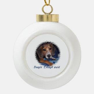 Perrito del beagle con la actitud - fondo de adorno de cerámica en forma de bola