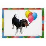 Perrito del beagle y tarjeta de cumpleaños de los