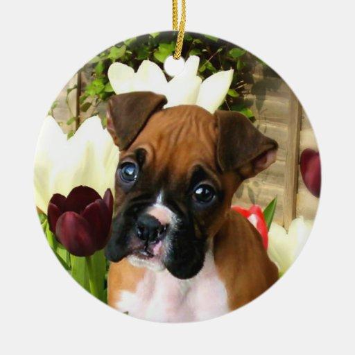 Perrito del boxeador en el ornamento de los adorno navideño redondo de cerámica